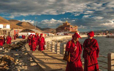 Lightfoot Travel. Road Tripping Through Sichuan-Tibet.