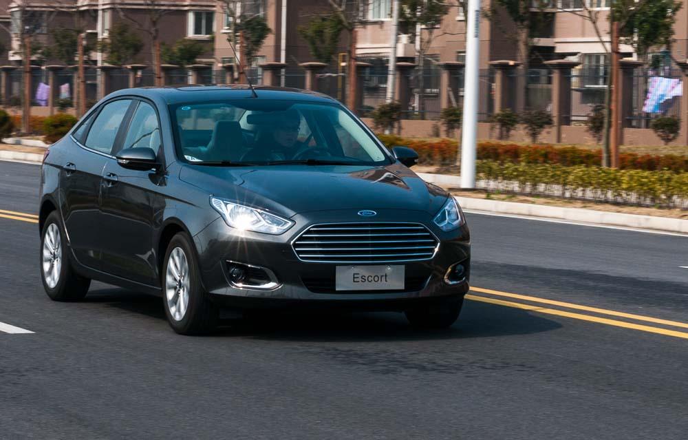 Autocar. Ford Escort Review.