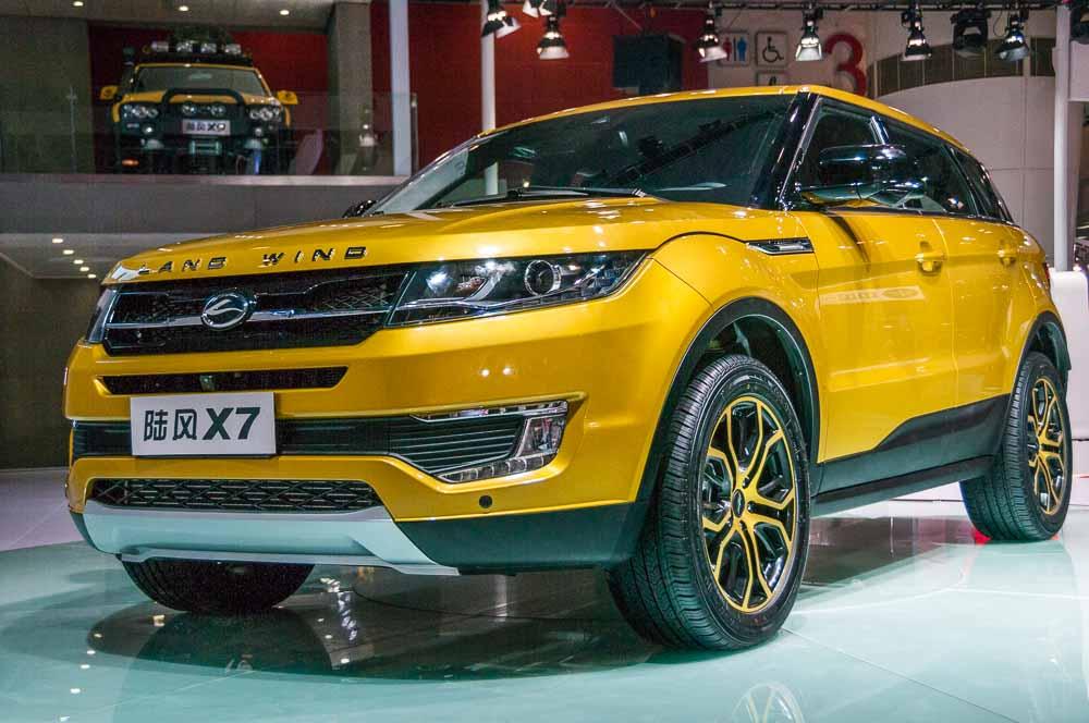 Autocar. Range Rover Evoque versus Landwind X7 copycat