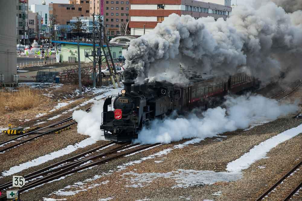 Metropolis (Tokyo). Cranes, trains and no automobiles await visitors in Hokkaido.