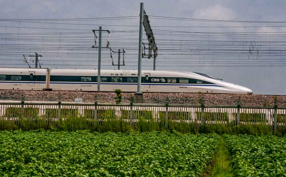Vertu Select. Record breaking Chinese railways speed ahead.